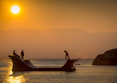 Floating-skateboard-ramp-on-Lake-Tahoe